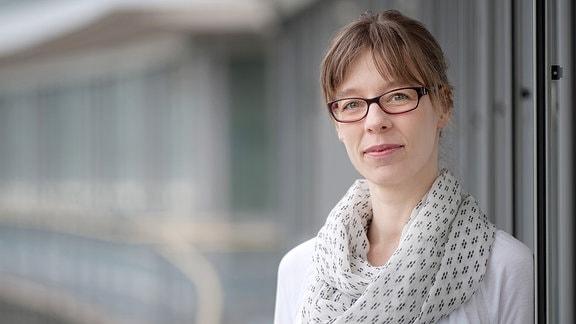 Claudia Leonard, Nachrichtenredakteurin und -sprecherin