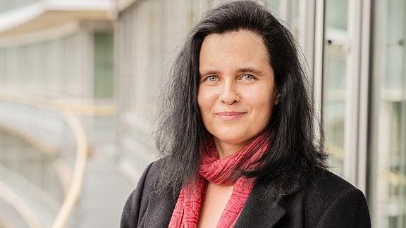 Michaela Khamis, Redakteurin und Moderatorin