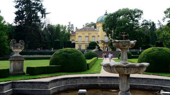 Schloss Buchlovice mit Park.