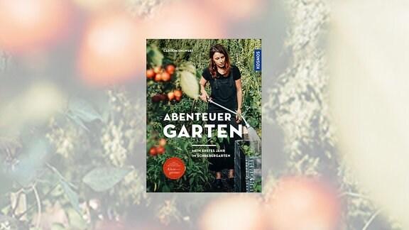 Buchcover Abenteuer Garten: Mein erstes Jahr im Schrebergarten  – Eine Frau steht in ihrem Garten und gießt ein Hochbeet