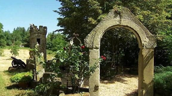 Steinerne Blickfänge im Garten