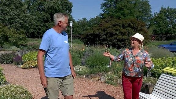 Diana im Gespräch mit Gärtnermeister Uwe Schachschal