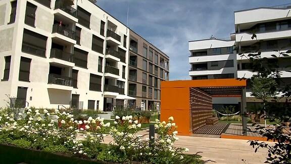 Neu gebaute Wohnhäuser auf dem Bugagelände