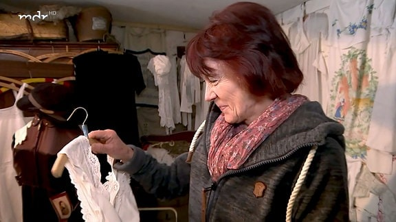 Heidi Bock in ihrem Wäschemuseum