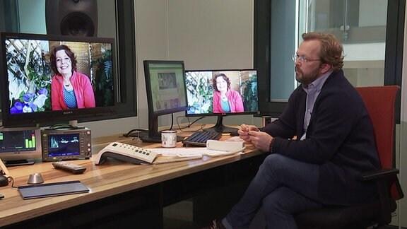 Moderator Jens Haentzschel in Gespräch per Schalte mit MDR-Gartenexpertin Brigitte Goss