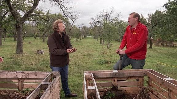 Jens Haentzschel im Gespräch mit einem Mann