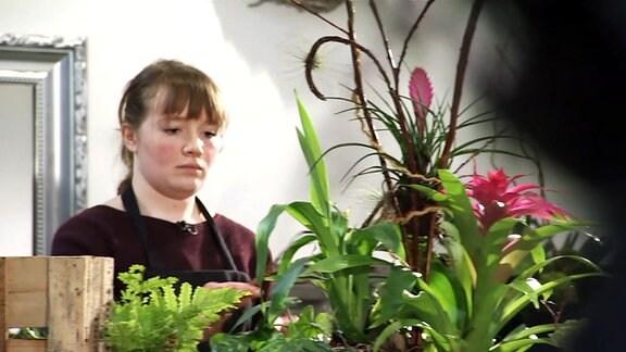 Floristin bei der Arbeit