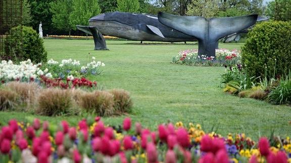 Wal-Skulpturen im Park Volčji Potok