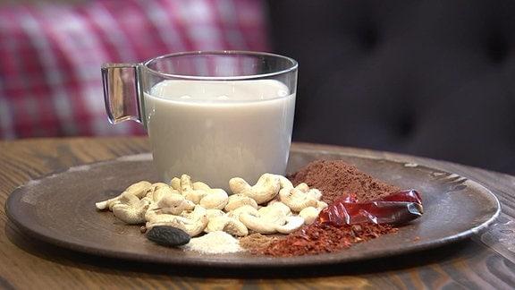 Veganes Rezept für heiße Schokolade mit Cashewmilch