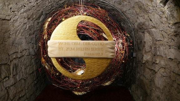 Installation in der Ausstellung Florales zur Weihnachtszeit im Domfelsenkeller Erfurt