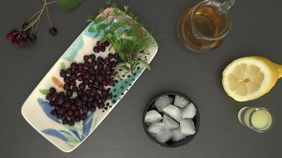 Zutaten für Sommergetränk Felsenbirnen-Smash