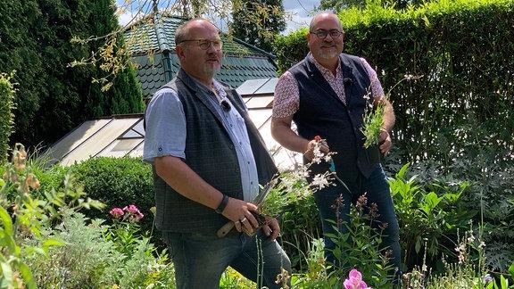 Blick in den Garten Ulbrich in Solingen, Marcus Vogel und Thorsten Ulbrich.