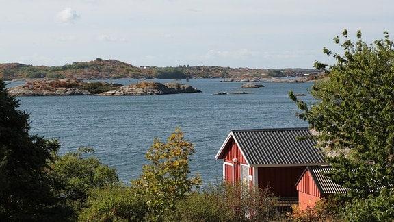 Schwedisches Sommerhaus am Meer mit Schäreninseln