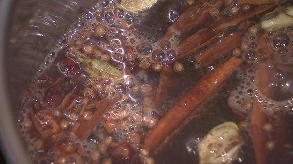 Gewürze für Würzwein Hypocras aufkochen