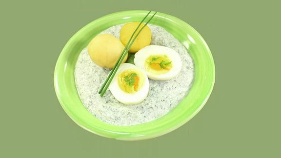 Grüne Soße mit Eiern und Kartoffeln.
