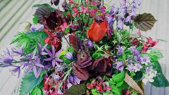 Ein prächtiger Blumenstrauß gestaltet von Floristin Franziska Rühle.
