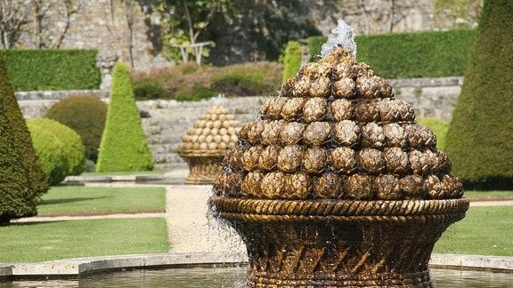 Springbrunnen im Park von Château de Brécy.