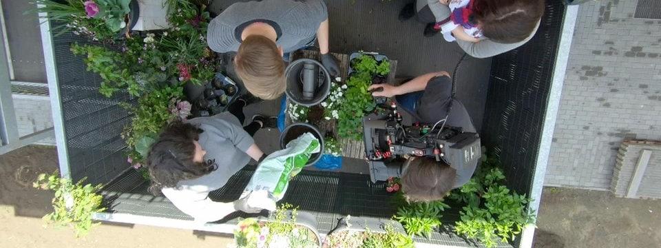 Nachbarin sonnt sich nackt auf dem balkon