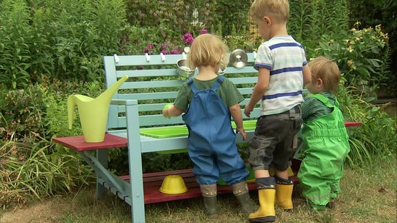 Outdoor Küche Kinder Selber Bauen : Eine matschküche für kinder im garten bauen mdr