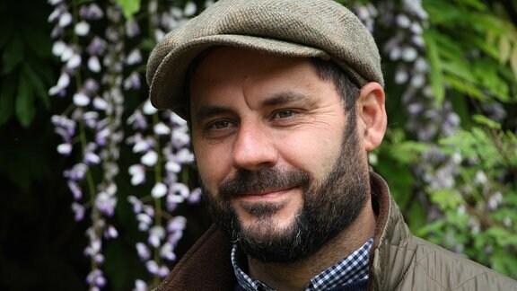 Simon Bagnall.