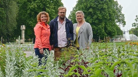 MDR Garten-Expertin Brigitte Goss mit den Moderatoren Jens Haentzschel und Diana Fritzsche-Grimmig