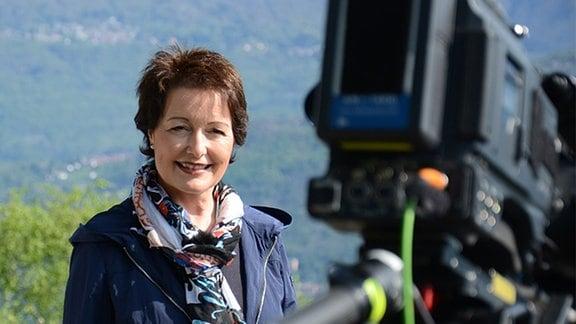 Dreharbeiten mit Moderatorin Claudia Look-Hirnschal