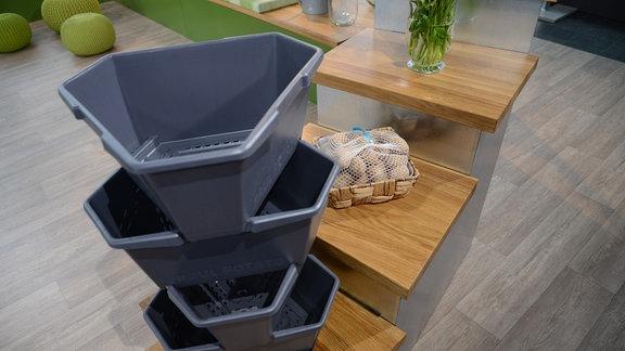 Ein spezieller Kartoffeltopf: die Töpfe sind übereinandergestapelt.