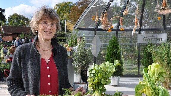 Biogärtnerin Kristina Bauer aus dem Eichsfeld baut Wurzelgemüse an.