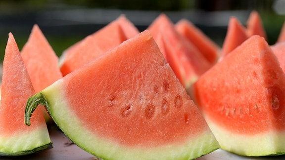Aufgeschnittene Stücker einer Wassermelone
