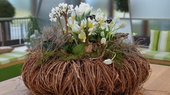 Weidenkranz mit Blumen