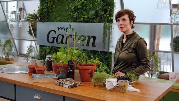 Bloggerin Carolin Engwert im MDR Garten-Studio