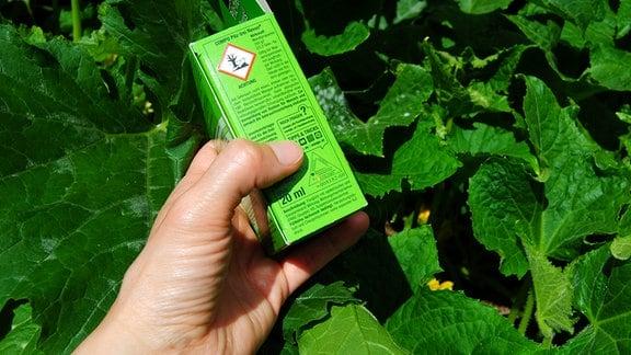 Siegel auf Packung eines Pflanzenschutzmittels gegen Pilze
