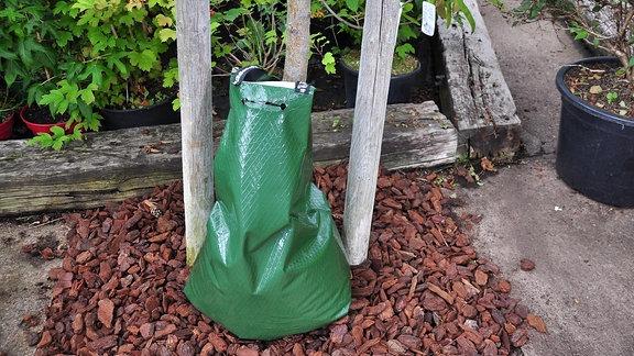 Wassersack zur Baumbewässerung