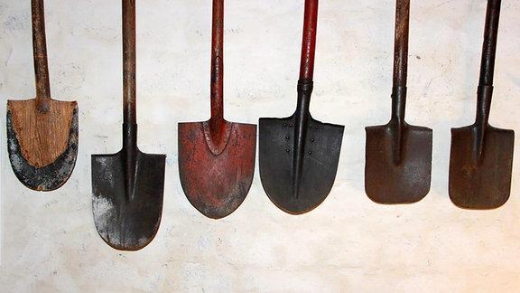 Gartenwerkzeug - Sechs Spaten