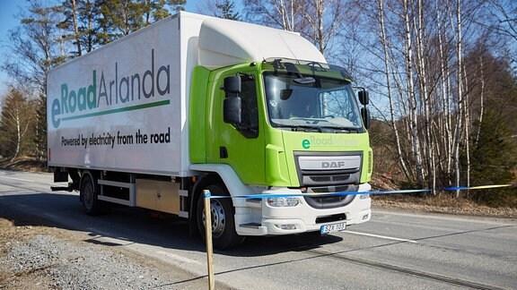 Straßeneröffnung beim Projekt eRoadArlanda bei Stockholm in Schweden