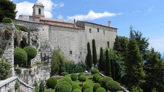 Teilansicht einer Burganlage in Südfrankreich
