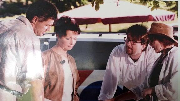 Teamgespräch bei den Dreharbeiten zur ersten MDR Garten-Sendung
