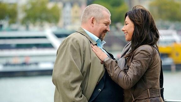 Wieder zusammen: Freddy Schenk (Dietmar Bär) freut sich über das Wiedersehen mit der Kollegin aus Leipzig, Eva Saalfeld (Simone Thomalla).
