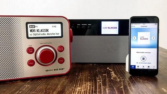 MDR KLASSIK kann über viele Empfangswege gehört werden, zum Beispiel über das Digitalradio DAB+ oder per Livestream im Internet.