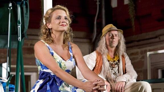 Maier, Iris Stefanie (Deutsche Sängerin). Theaterrolle als Schwester Iris Stefanie in Ewig Jung , Premiere am 12.07.2012 im Schloss Eichhof, Bad Hersfeld.