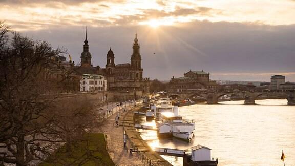 Dresden Brühlsche Terrasse am Abend.