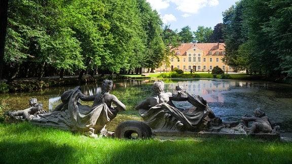 Barockschloss Oberlichtenau mit Schlossteich und Neptun & Nymphe,