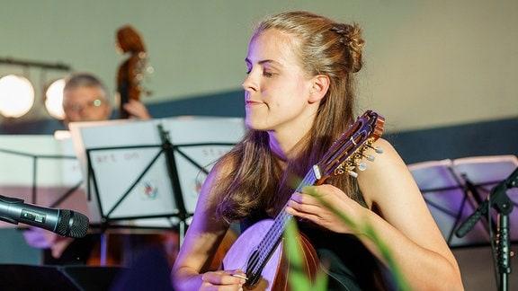 Mandolinistin Maja Schütze