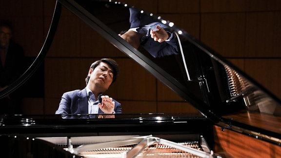 Pianist Lang Lang spielt Klavier.