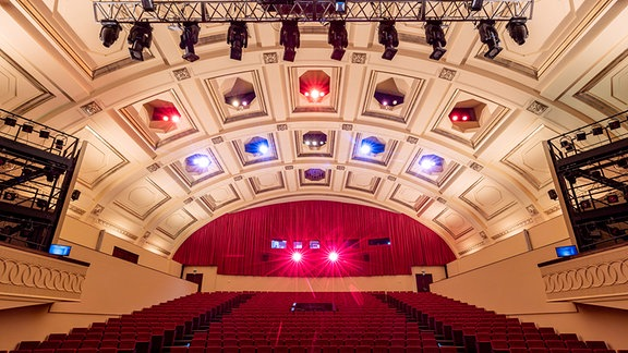 Der neue Zuschauerraum der Musikalischen Komödie in Leipzig nach der Wiedereröffnung im April 2021.
