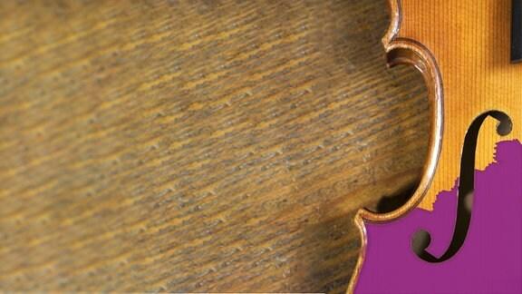 MDR KLASSIK Relaunch Hintergrund-Illustration Holzuntergrund mit Geige, abgeschnitten zur Hälfte, mit F-Loch