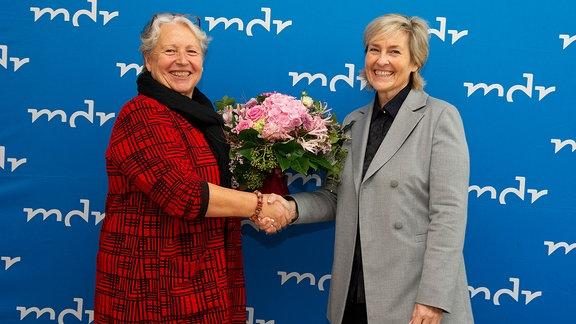 Prof. Dr. Gabriele Schade (l.) und Prof. Dr. Karola Wille (r.)