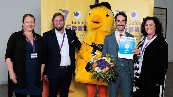 """""""Katzentage"""" bekommt Preis des MDR-Rundfunkrates für das beste Drehbuch. Von links nach rechts: Antonia Rothe Liermann, Kai Ostermann, Jon Frickey und Steffi Schikor."""