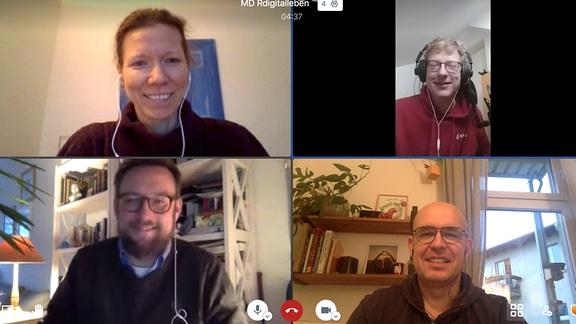 """Die Podcast-Macher von """"digital Leben"""" Marcel Roth und Stephan Schulz sprechen mit Sigrid Salzer und Michael Ney (Screenshot)."""