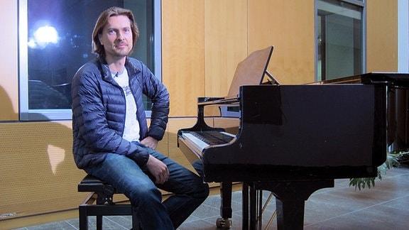 Johannes-Michael Noack spielt Klavier